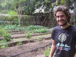 Pedro dans son jardin